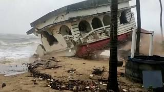 فيديو | إعصار عنيف يتوجه إلى غرب الهند بعد موجة الوباء القاتلة