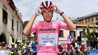 A kilencedik szakaszon még Valter Attila viselte a rózsaszín trikót a Gro d'Italián