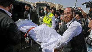 الحادث يذكر بحادث آخر وقع بداية أيار/مايو، إذ أدت عملية تدافع إلى مقتل عشرات المشاركين في احتفال ديني