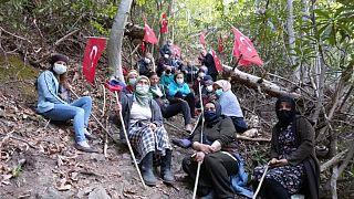 Cengiz İnşaat'in İkizdere'de çalışma yürüttüğü taş ocağı bölge halkı tarafından protesto ediliyor   -