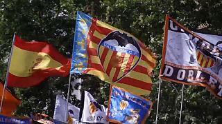 Sventolano le bandiere del Valencia...