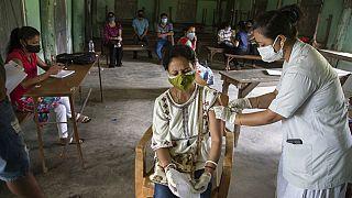 Центр вакцинации против коронавируса в индийском городе Гувахати
