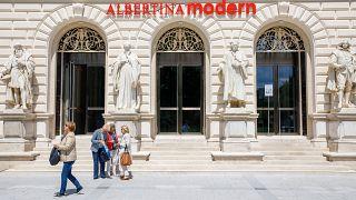 A keleti vakcinákkal beoltott, osztrák Zöld Kártyával nem rendelkező turisták nem látogathatják a bécsi Albertina Modern múzeumot sem – képünk illusztráció