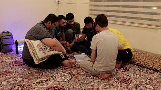 العراقيون يجدون الترويح والنجاح والحب في ساحة معركة افتراضية
