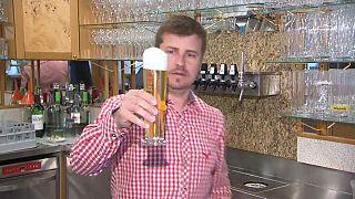 In Deutschland sind negative Schnell- oder Selbsttests erforderlich, um Gastronomiebetriebe zu besuchen