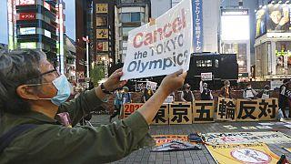 Tüntetés az olimpia ellen Tokióban