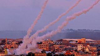 إطلاق صواريخ باتجاه إسرائيل من جنوب قطاع غزة ، في 17 مايو 2021.
