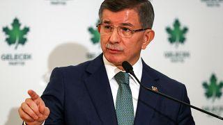 Gelecek Partisi Genel Başkanı Ahmet Davutoğlu, İçişleri Bakanı Süleyman Soylu'yu istifa etmeye davet etti.