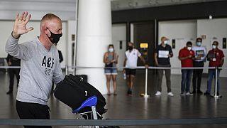 Turista britânico chega ao aeroporto de Faro