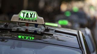 Paris'te bir turisti dolandıran taksici trafikten men ve para cezasına çarptırıldı.