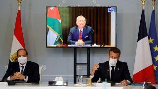 الرئيس الفرنسي إيمانويل ماكرون والرئيس المصري عبد الفتاح السيسي يحضران مؤتمرا مع العاهل الأردني الملك عبد الله الثاني لمناقشة النزاع الإسرائيلي الفلسطيني، باريس، 18 مايو 2021