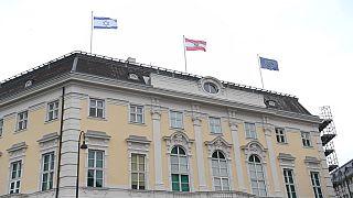 Avusturya'da devlet binalarına çekilen İsrail bayrağı