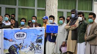 تظاهرات مترجمهای افغان که برای ناتو و آمریکاییها در افغانستان کار میکردند در اواخر آوریل