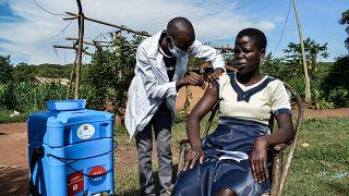 Kenya : la vaccination s'organise dans les villages reculés
