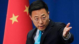 المتحدث باسم وزارة الخارجية الصينية تشاو ليجيان في مكتب وزارة الخارجية في بكين، الصين، 24 فبراير 2020