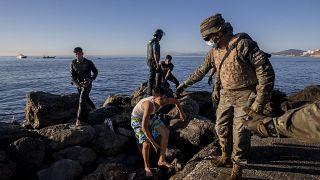 MIgranti e militari: le due facce di Ceuta.