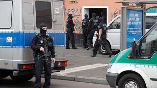 الشرطة الامانية تداهم مسجد الإرشاد في برلين، 30 أبريل 2020