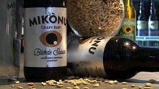 Οι μπύρες Mikonu στο tap room της μικρής ζυθοποιίας