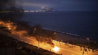 Choques entre la policía marroquí y jóvenes marroquíes que trataban de entrar en Ceuta