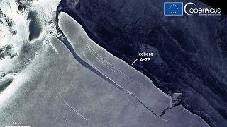 El iceberg más grande del mundo captado por el satélite Sentinel 1 de la red europea Copernicus de observación terrestre.