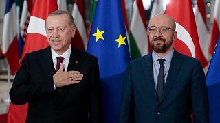"""البرلمان الأوروبي يهدّد بتبني توصية لـ""""تعليق"""" طلب انضمام تركيا إلى الاتحاد الأوروبي"""