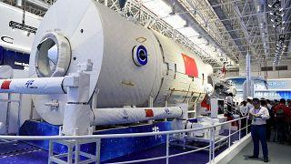 نموذج لمحطة الفضاء الصينية في معرض في تشوهاى بمقاطعة قوانغدونغ جنوب الصين، في 6 نوفمبر 2018