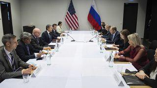 El Secretario de Estado de EE. UU., Antony Blinken se reúne con el Ministro de Asuntos Exteriores ruso, Sergey Lavrov en Reikiavik, Islandia, el 19 de mayo de 2021.