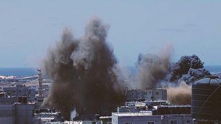 قصف إسرائيلي على بناء في جنوب قطاع غزة