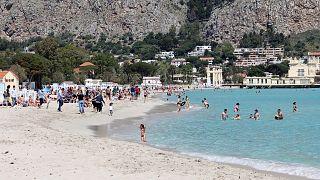 A szicíliai Mondello tengerpartja