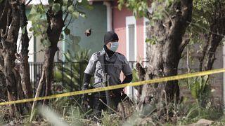 تفتيش منزل الشرطي السابق الذي تم اعتقاله في السلفادور
