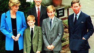 ARCHÍV: Harry és Vilmos szüleikkel és Andrew Gailey-vel, a Manor House vezető tanárával Etonban, 1995. szeptember 6-án