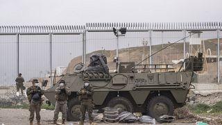 Militares españoles apostados en la frontera entre Ceuta y Marruecos 20/5/2021