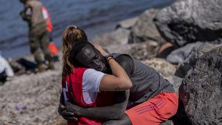 Luna, la rescatista de la Cruz Roja, tuvo que cerrar sus redes sociales al público debido a la ola de odio que recibió por la foto.