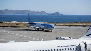 Repülőgép érkezik a görögországi Kréta szigetére 2021. május 14-én