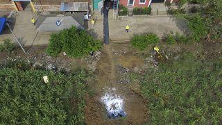 پلیس السالوادور در حال تفتیش خانه یک نیروی سابق پلیس این کشور است