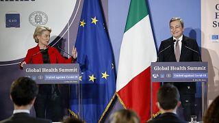 La presidenta de la Comisión Europea, Ursula von der Leyen, y el primer ministro italiano, Mario Draghi, durante la rueda de prensa.