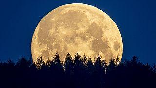 A Hold látványa egy németországi felvételen