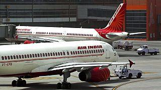 Dünyanın en kalabalık ikinci ülkesi olan Hindistan'da Air India'ya ait yolcu uçakları.