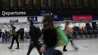 İngiltere'nin başkenti Londra'da bulunan Waterloo Tren İstasyonu'ndan bir kare.