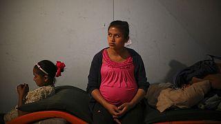 Már fiatalon szülnek az elrendezett házasságokba kényszerített nők