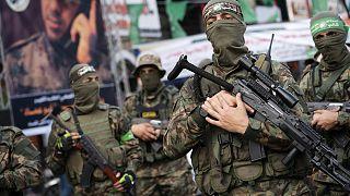 Hamas mensubu silahlı yüzlerce kişi, Gazze kent merkezinde 'Zafer yürüyüşü' düzenledi