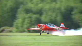 Female aerobatic pilot dazzles in Moscow