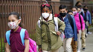 Niños acuden al colegio en Nueva York