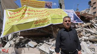 سمير منصور، الناشر الفلسطيني أمام أنقاض مكتبته