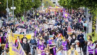 Tausende Menschen zogen am Pfingstsonntag durch Berlin