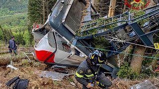 Accident de téléphérique : sous le choc, l'Italie cherche à comprendre