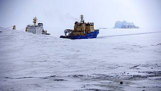 Rusya Nagurskoye yakınlarında bir buz kırıcı