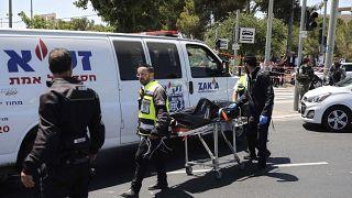 Két ember megsérült, a támadót lelőtték