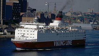 """La """"MS Viking Sally"""" a Stoccolma. La nave fu venduta a Nordström & Thulin (Estline) nel 1993 e affondò dopo un incidente nel Mar Baltico nel 1994."""