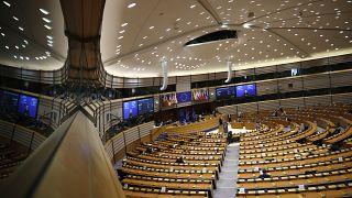 Legisladores europeos participan en un debate sobre la estrategia de la UE hacia Israel y Palestina en el Parlamento Europeo en Bruselas, el martes 18 de mayo de 2021.